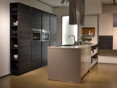 Klasická kuchyně Claire ve tmavé barvě