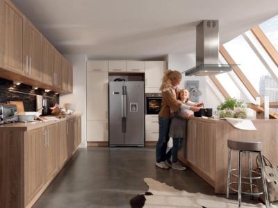 Klasická kuchyně Mia v dekoru dřeva a s velkým ostrůvkem
