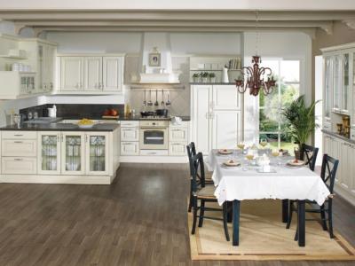 Prostorná a světlá rustikální kuchyně Omnia