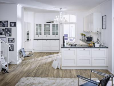 Rustikální a luxusní bílá kuchyně Lucia